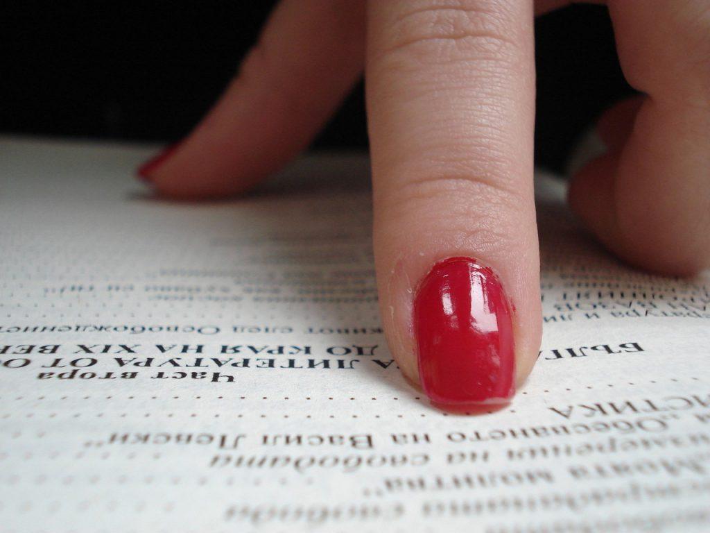 Jak prawidłowo piłować paznokcie